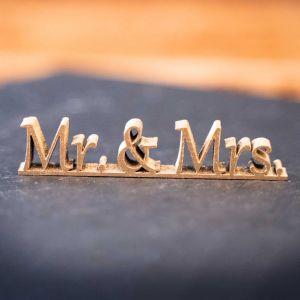 """Holz-Schriftzug """"Mr.&Mrs."""""""